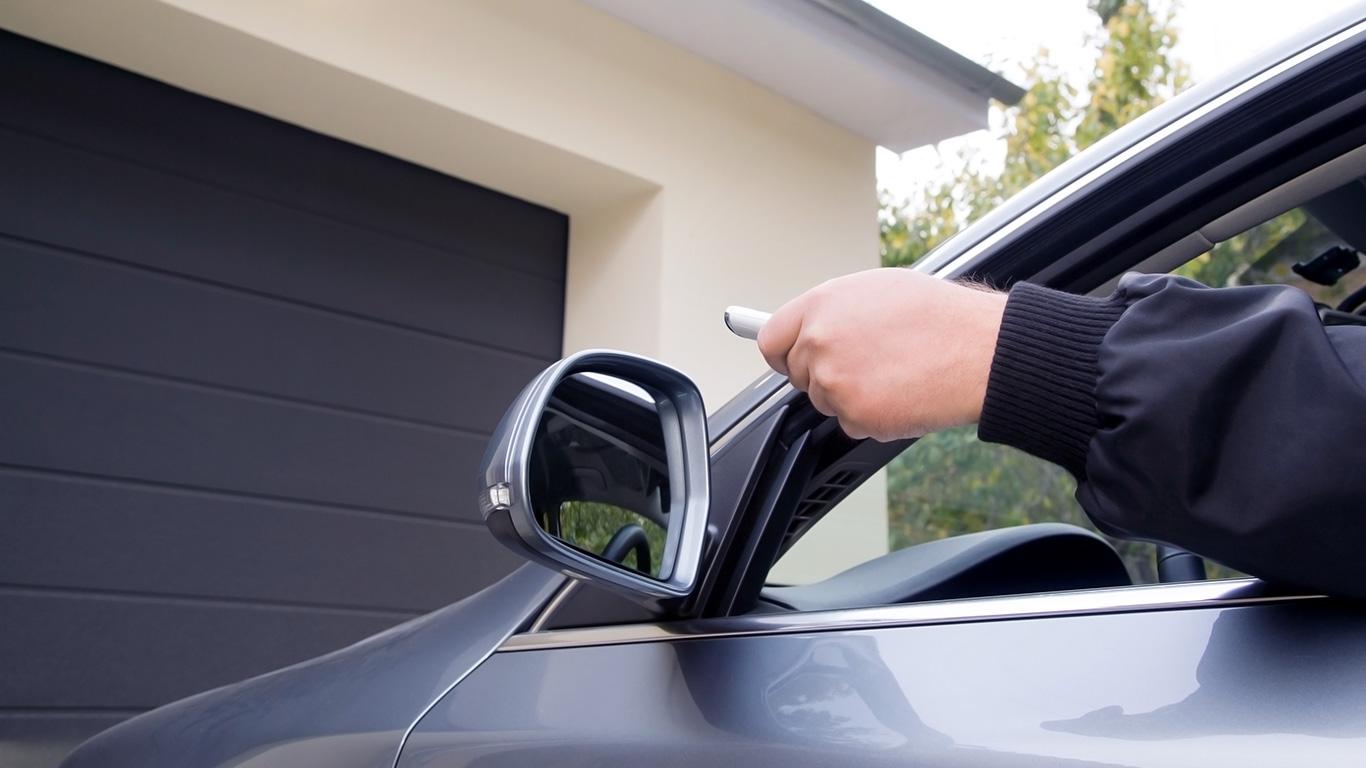 Elektrisch-bediende-garagedeuren